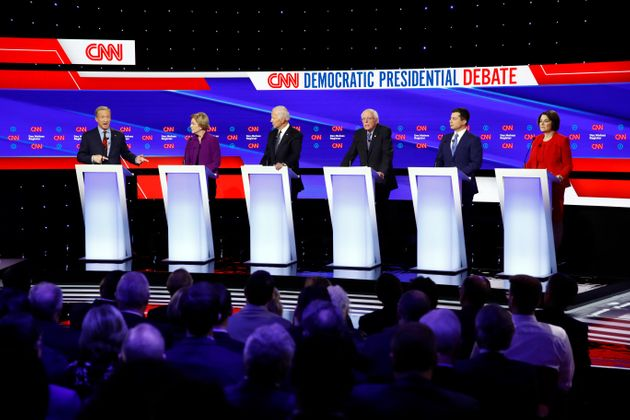 Tom Steyer, Elizabeth Warren, Joe Biden, Bernie Sanders, Pete Buttigieg y Amy Klobuchar, durante el debate...