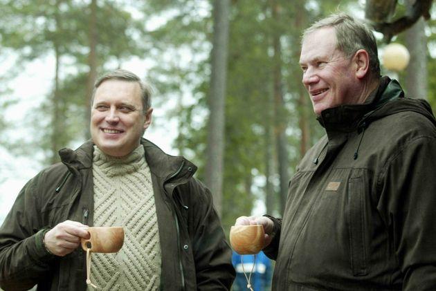 フィンランドのリッポネン首相(右、2002年9月)