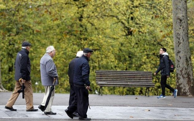 Un grupo de jubilados, de paseo en un