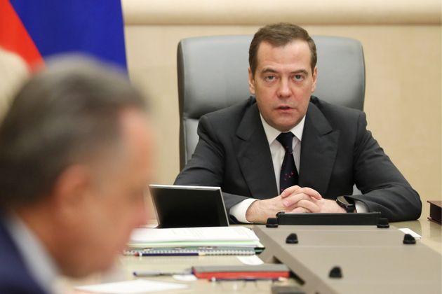 Dmitry Medvedev, en una reunión con su gabinete, hace apenas dos