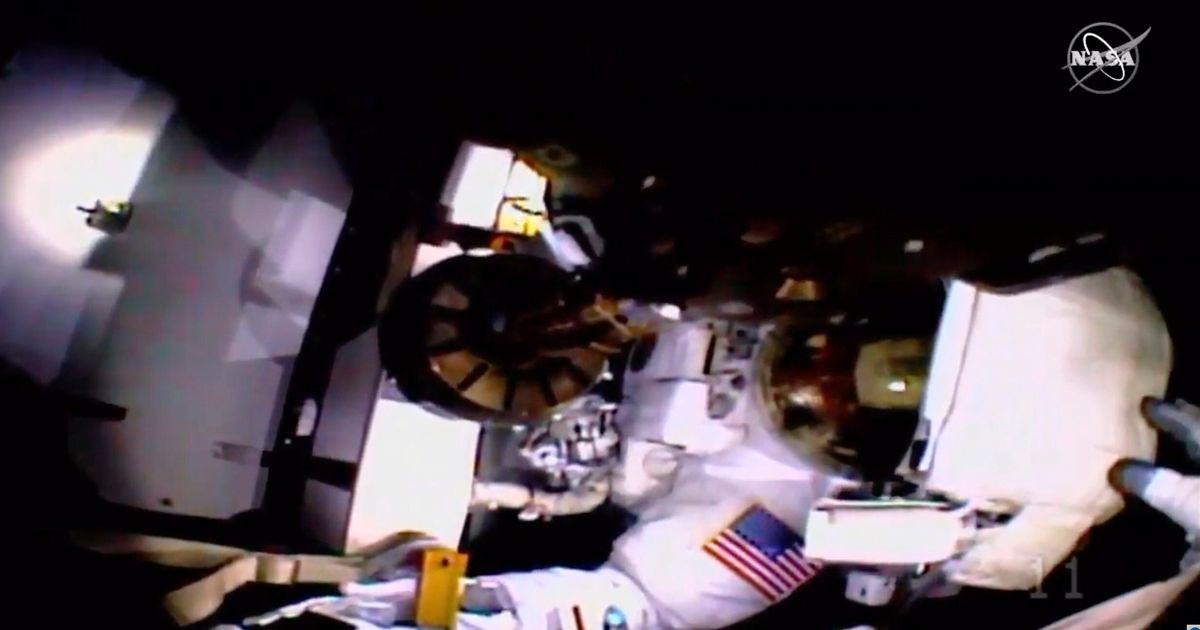 ヘルメットの問題がNASAの2回目の全宇宙飛行士を妨害