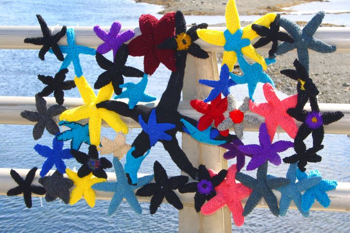 """Old Manolis and the Sea was a 2015 installation by Rock Vandal/Nina Elliott and volunteers; they chose starfish because they are """"sensitive to ecosystem changes,"""" her website reads."""