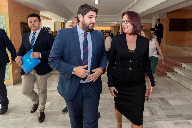 Fernando López Miras (PP), presidente de la Región de Murcia, e Isabel Franco (Cs), en...