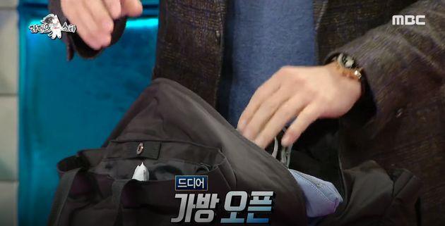 정준호가 '보는 사람 지치게 하는 만물 가방'을 공개했다