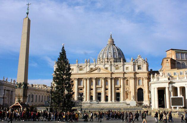 ローマ・カトリック教会の総本山、バチカンのサンピエトロ大聖堂=2019年12月17日、河原田慎一撮影