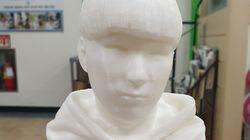 시각장애인들에게 '3D 흉상 졸업앨범' 선물한 학교