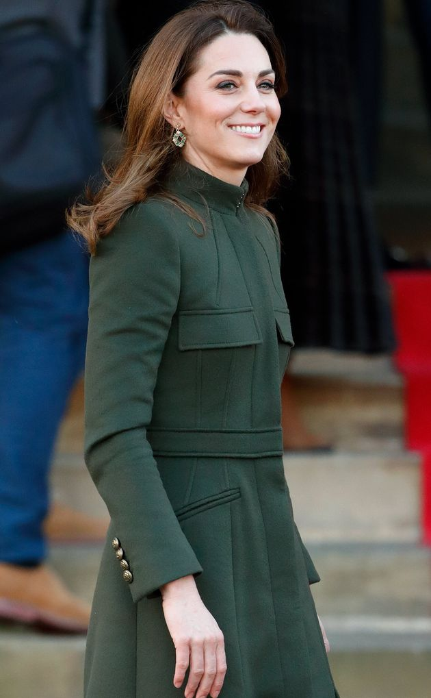 La Duchessa veste Zara: Kate con un abito da 30 euro alla prima uscita dopo la