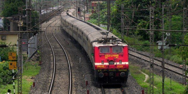 SRC based WAP-4 loco - 22318 showed up with Yesvantpur (YPR) bound 12245 (Howrah-Yesvantpur) Duronto...