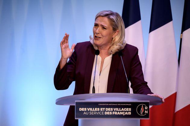 Marine Le Pen annonce sa candidature à la présidentielle de