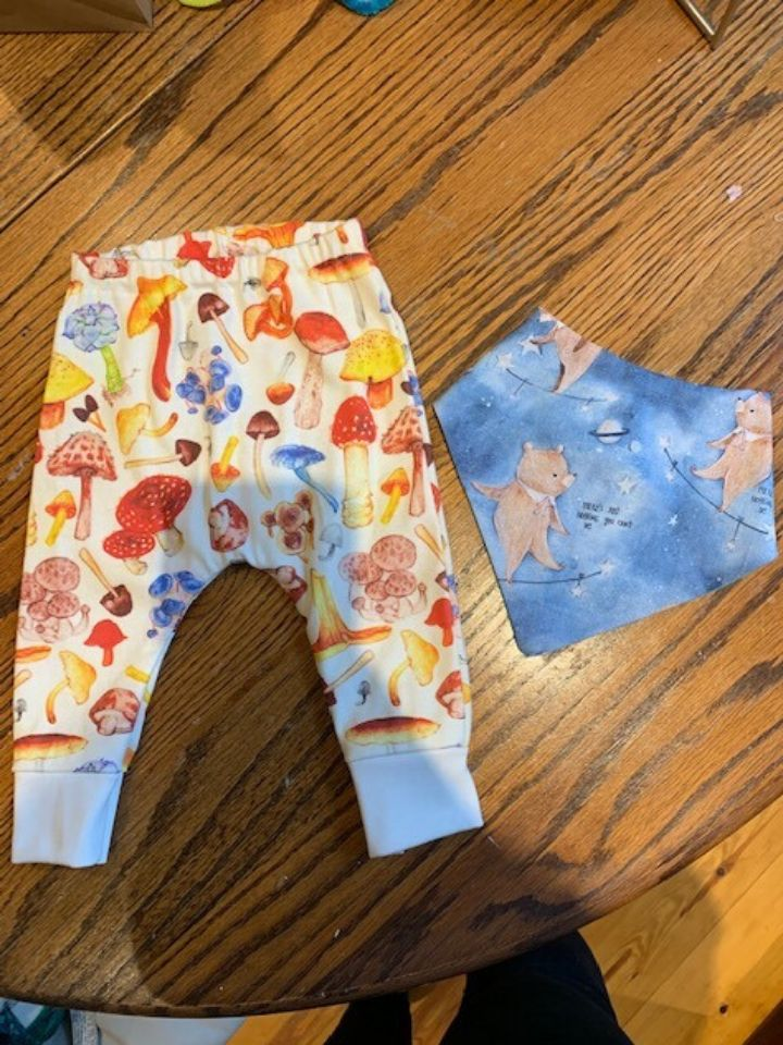 I love making clothes for babies. I sewed these leggings and bib for a friend who's expecting a baby this year.