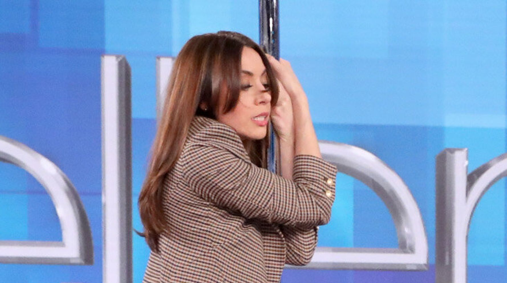 Westlake Legal Group 5e20c09924000051006c429b Aubrey Plaza Attempted Jennifer Lopez's 'Hustlers' Pole Dance And It Was Something