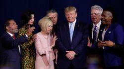 Trump ordena proteger el rezo en las escuelas en un guiño al voto