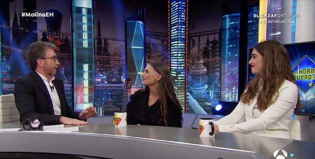 Pablo Motos, en 'El Hormiguero' con Ángela y Olivia