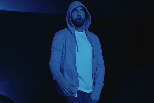 """Le clip du morceau """"Darkness"""" tout juste publié par Eminem ce 17 janvier fait également..."""