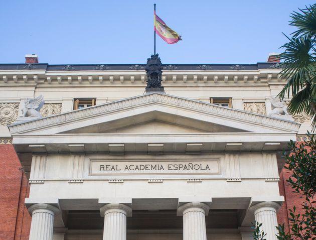Fachada de la sede de la Real Academia Española en