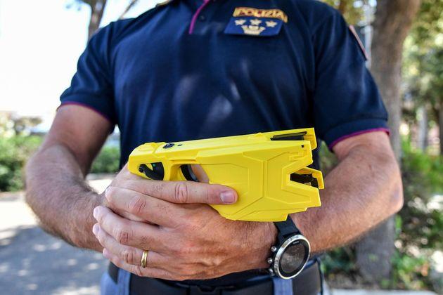 Il Taser sarà in dotazione ai poliziotti. Il Cdm approva il