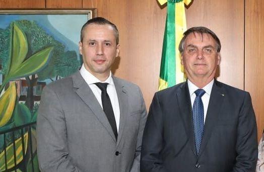 Alvim e Bolsonaro em foto publicada no perfil do Facebook do secretário da