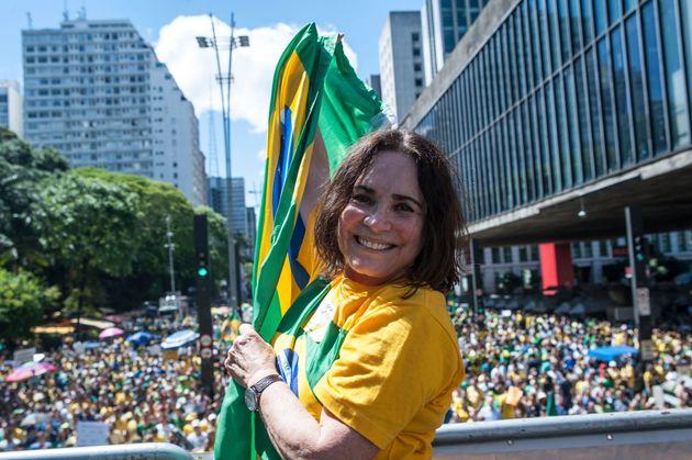 Regina Duarte participa de manifestação em São Paulo em dezembro de 2016 em apoio...
