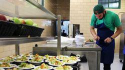 Ο σεφ του καλύτερου εστιατορίου του κόσμου τώρα μαγειρεύει πάμφθηνα πιάτα για δημόσια