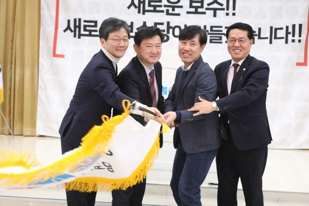 '새로운 보수' 강조한 유승민이 박근혜 전 대통령의 '빠른 사면'을 바란다고