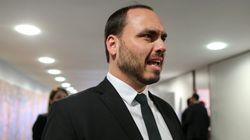 Rompido com chefe da Secom, Carlos Bolsonaro atua nas redes como porta-voz informal do