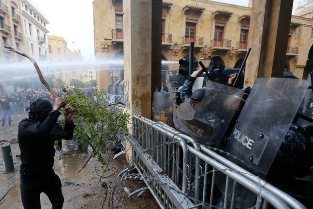 Διαδηλώσεις και επεισόδια...