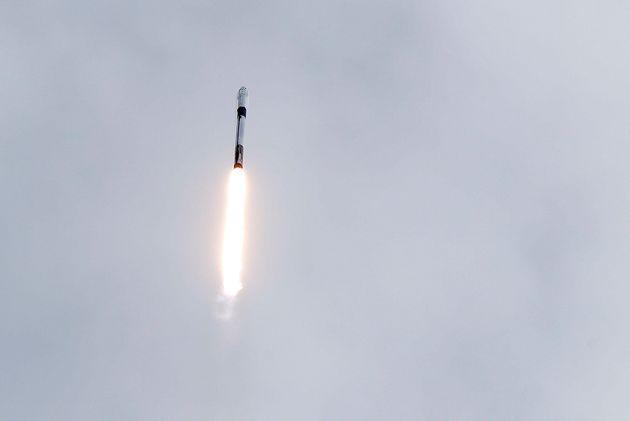 La fusée Falcon 9 décolle le 19 janvier 2020 pour tester son système d'éjection