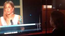 Ο μπραντ Πιτ Σταματά Να Παρακολουθήσετε την Τζένιφερ Ανιστον Βραβεία SAG Ομιλία στα Παρασκήνια: