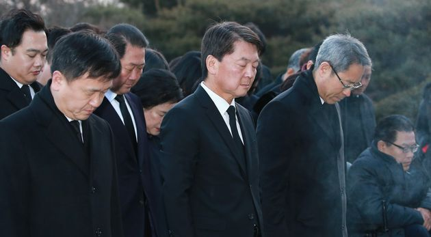 정계 복귀를 선언한 안철수 전 바른미래당 의원이 20일 오전 서울 동작구 국립서울현충원을 참배하고 있다.