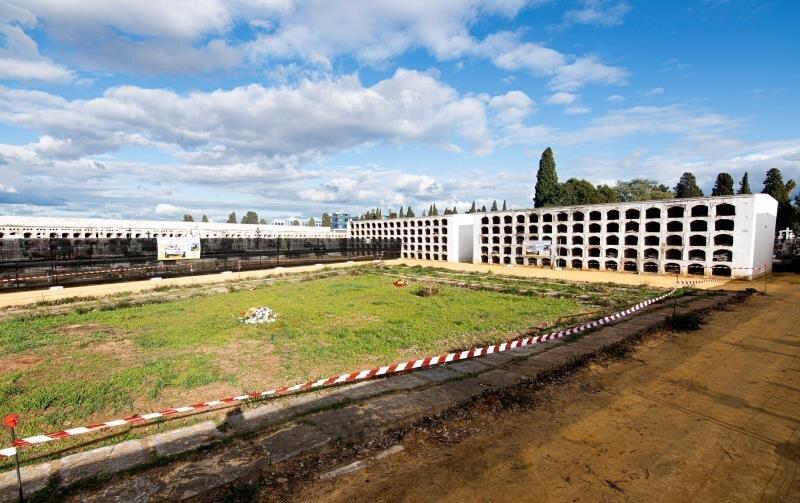Empiezan los trabajos en la fosa Pico Reja (Sevilla), donde se exhumarán unos 1.103 cuerpos