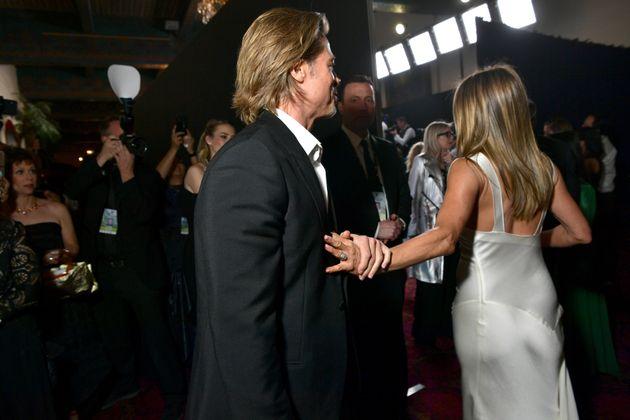 Fan impazziti per le foto di Pitt e Aniston.