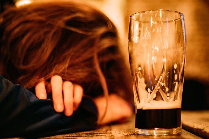 Les femmes se cachent pour boire et c'est un vrai problème