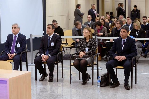 El mayor de los Mossos d'Esquadra Josep Lluís Trapero (d), la intendente de los Mossos Teresa Laplana...