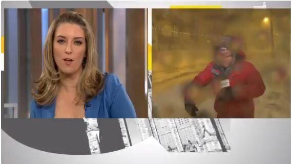 Καναδάς: Ρεπόρτερ πέφτει από τους ισχυρούς ανέμους εν ώρα live