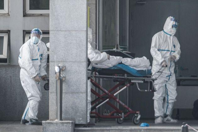 Des patients souffrant de ce mystérieux virus ont été transporté à...