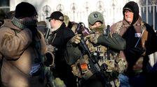 Χιλιάδες Υπερ-Όπλο Ακτιβιστές Και Οι Ακροδεξιοί Εξτρεμιστές Σμήνος Ρίτσμοντ