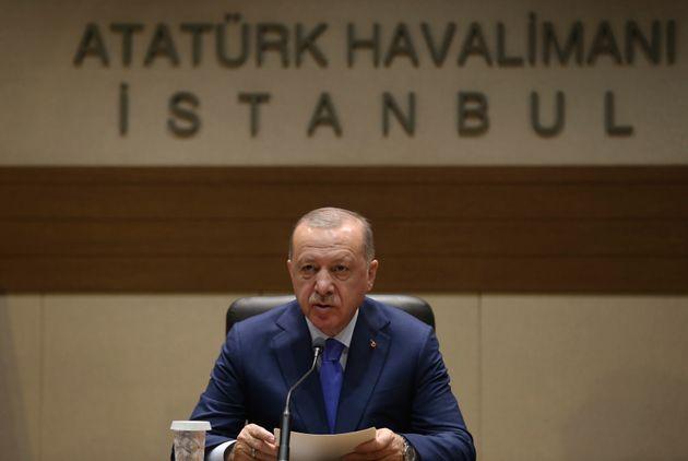 Ερντογάν: «Δεν υπάρχει υφαλοκρηπίδα γύρω από την Κρήτη και τα ελληνικά
