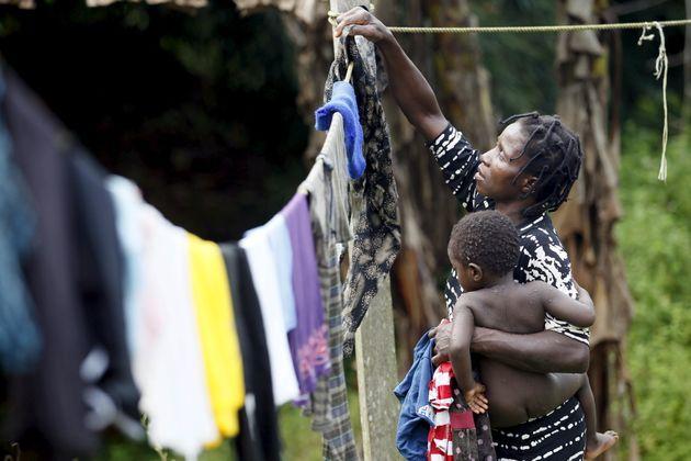 Estimativa da Oxfam indica que cerca de 42% das mulheres no mundo em idade economicamente ativa estão...