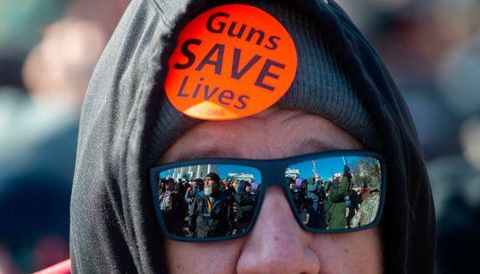 Des milliers d'Américains pro-armes à feu manifestent sous haute