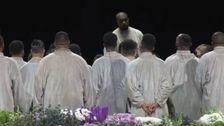 Kanye West(カニエ-ウェスト見出しで福音を生聖書の中にベルト