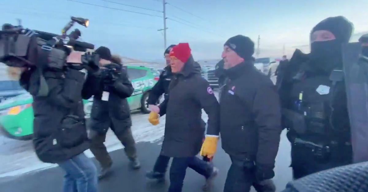 ユニフォー大統領ジェリー・ディアスは、レジーナ石油精製所に対する連合抗議の中で逮捕されました