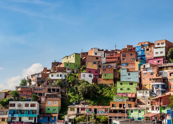 Comuna 13: antes zona perigosa em Medellín, passou por transformação social e hoje é comunidade acolhedora.
