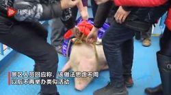 중국의 한 놀이공원이 살아있는 돼지를 번지점프