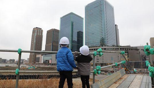"""""""大阪最後の一等地""""に、何が生まれる?貨物駅跡に建つ「基地」から見えたもの"""