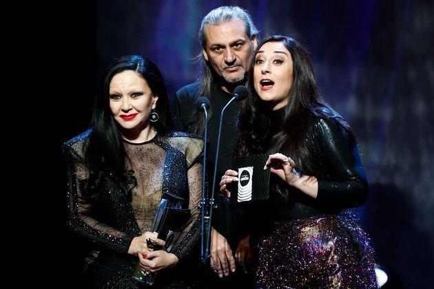 Los cantantes Alaska, Dionisio Martín y María de los Ángeles Muñoz (Camela) en los Premios