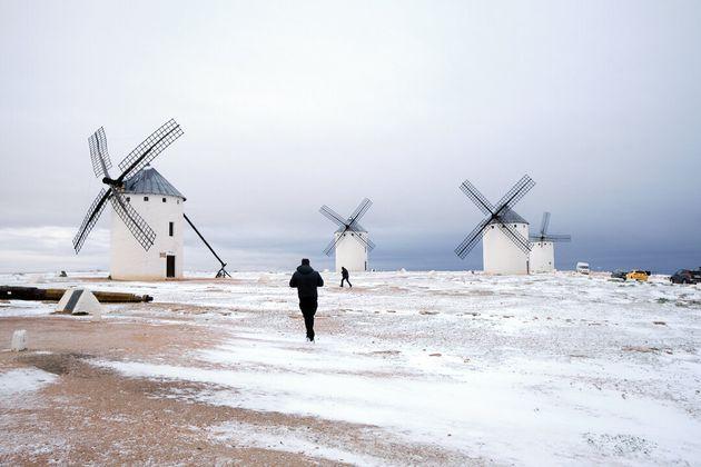 Nieve entre los molinos de Campo de Criptana (Ciudad