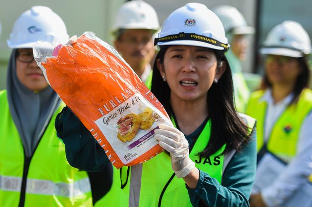 La ministre Yeo Bee Yin avant le renvoi de déchets plastiques en mai