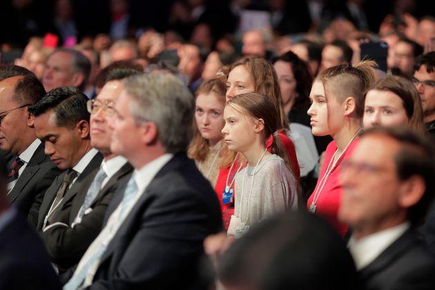 """Devant Greta Thunberg, Donald Trump fustige à Davos """"les prophètes de malheurs"""""""