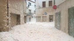 La espuma del mar llega a las calles de Tossa de Mar
