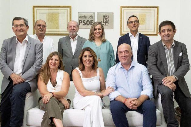 Susana Díaz, el pasado julio, junto a los presidentes socialistas de corporaciones provinciales...